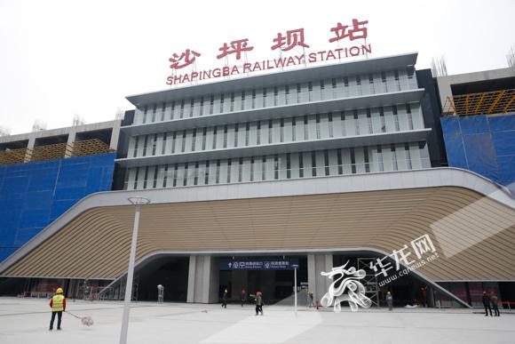 沙坪坝铁路综合交通枢纽进站广场。记者 石涛 摄.jpg