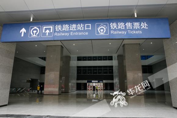 沙坪坝铁路综合交通枢纽进站大厅。记者 石涛 摄.jpg