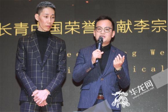 李宗伟哥哥李宗顺也是该片出品人(左)和导演马逸腾。主办方供图.jpg