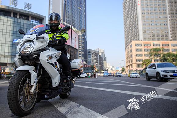 骑警所骑的大排量摩托车。市交巡警总队供图 华龙网发.jpg