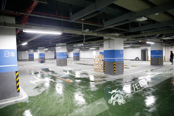 停车库。记者 石涛 摄.jpg