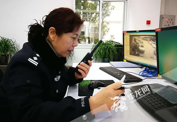 黔江110接警员张萍。警方供图.jpg