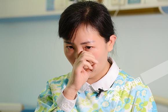 视频连线完,杨丽不禁流泪。 院方供图 华龙网发.jpg