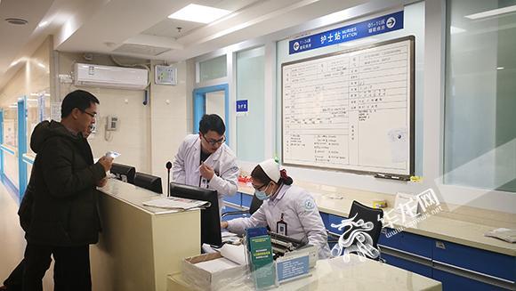 5、如今,越来越多的年轻人愿意走进睡眠病房接受治疗。  记者 黄宇 摄.jpg