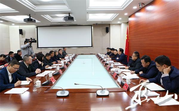 县委中心组2018年第17次集中学习会召开。卢先庆摄.JPG