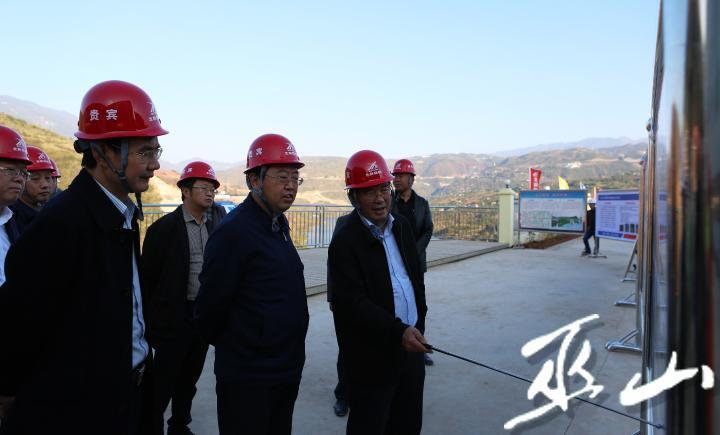 县委书记李春奎调研桂花大桥建设工作。卢先庆摄.JPG
