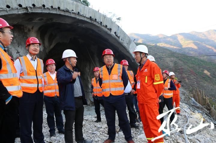 县委书记李春奎调研高铁建设工作。卢先庆摄.JPG