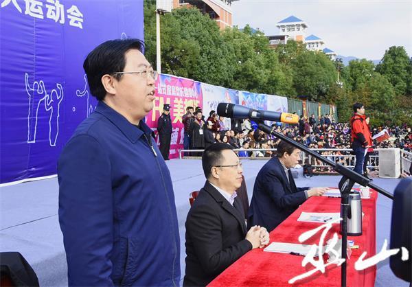 李春奎宣布县第三届运动会暨第二届老年人运动会开幕。.JPG