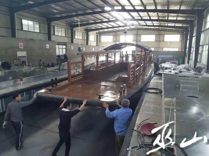 建造中的游船.jpg