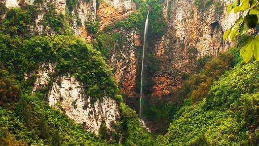 風景名勝區,國家aaa級旅游景區,位于梨樹鄉,地寶鄉境內,距萬州城區70