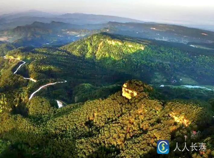 """6米,是长寿区境内的最高山峰,长寿新""""八景""""之一""""五华云峰"""",指的就是"""